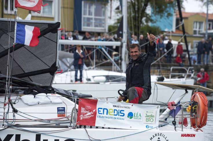 """Un Român în Transat 2017 – Prof. Octavian ȚACU ● De fapt, competiția se numește Mini-Transat La Boulangère. """"Mini"""" datorită dimensiunilor ambarcațiunilor: 6,5 m. Da, 6,5 m lungime, lățime 3 m, înălțime catarg 12 m, masă 700-900 de kg, cu chilă pendulară având partea inferioară în formă de bulb. Înainte de a vedea cum arată barca, gândul m-a împins spre comparația cu un """"Star"""", o barcă având chila cu 40 cm mai lungă și masa de 671 de kg. Catargul Starului are numai 9,65 m înălțime..."""