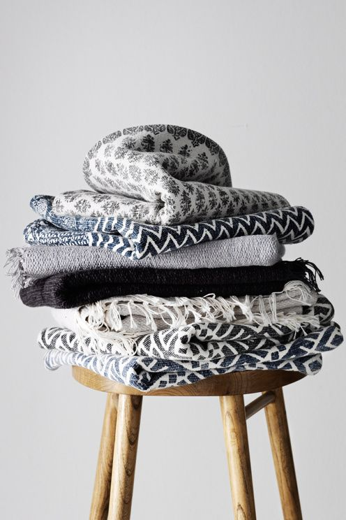 Håndvevd teppe med trykt mønster. Av 100% bomull. Vask 40°. Vaskes separat. Str 140x200 cm.<br><br>For økt sikkerhet…