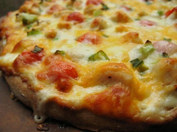 Garlic Chicken Pizza: Skip the takeout.