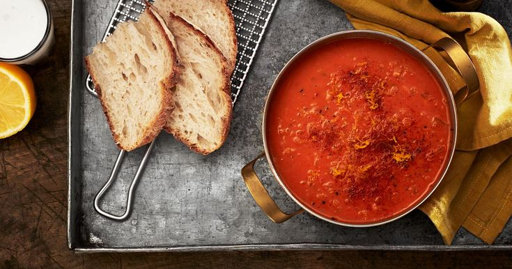 Värmande linssoppa som går snabbt att tillaga. Nybakt bröd är gott till.