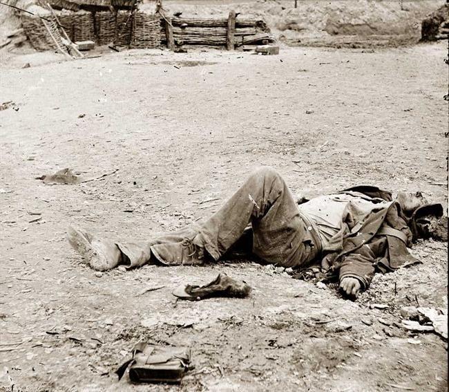 Petersburg, Virginia. Dead Confederate soldier