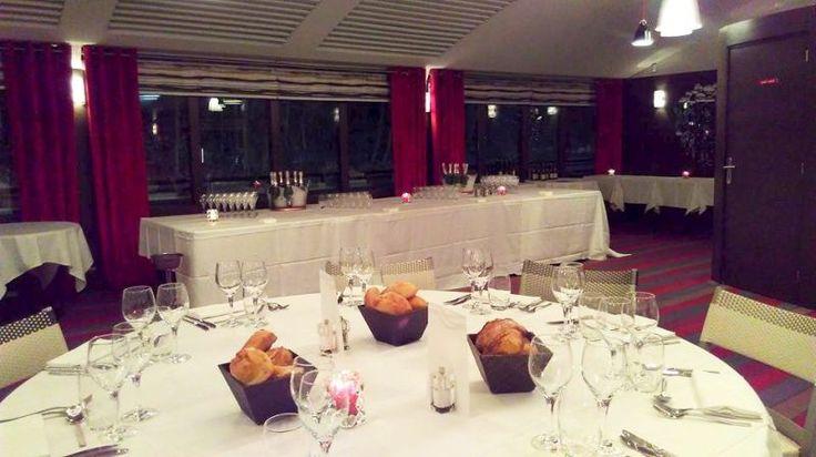 Pour des repas de groupe à Issy-les-Moulineaux, le River Café vous accueille ! #restaurant #repasdegroupe #grandestables