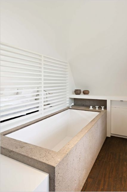Bad Monteren In Badkamer ~   Badkamer met schuine wand ]  Pinterest  Cement, Bath and Bathroom