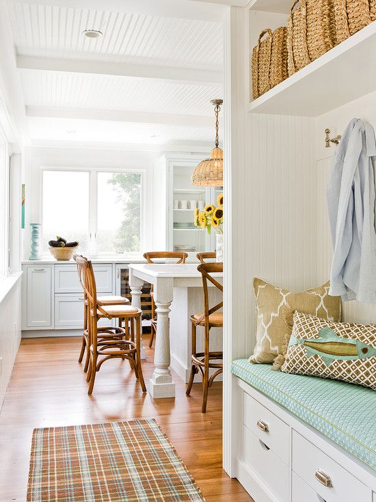 Beach cottage nook and mud room farmhouse decor for Beach cottage kitchen design ideas