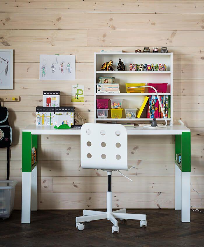 Zo creëer je een opgeruimd bureau | IKEA IKEAnl IKEAnederland kantoor werkplek werkspot studeerkamer studeren werken office desk inspiratie wooninspiratie interieur wooninterieur studeerplek PÅHL bureau met open kastje JULES kinderbureaustoel bureaustoel wit kinderen kids kind kinderkamer kamer kantoor