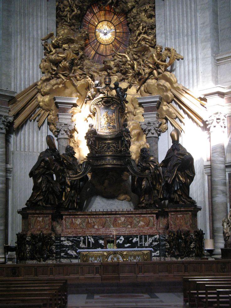 Het barokke gebrandschilderde raam in de Apsis is uit 1666 en de Stoel van Petrus daaronder is uit 1665. Beiden van Bernini. Binnen is een houten en ivoren stoel waarvan gezegd wordt dat hij de eigenlijke troon van Petrus is.