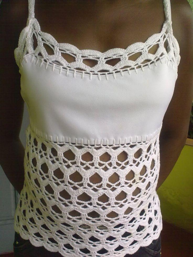 Amo blusa branca.Ainda mais se tiver crochê.Esta foi pra minha grande amiga Val.Não tenho gráfico,aproveitei a blusa e o ponto eu copie...