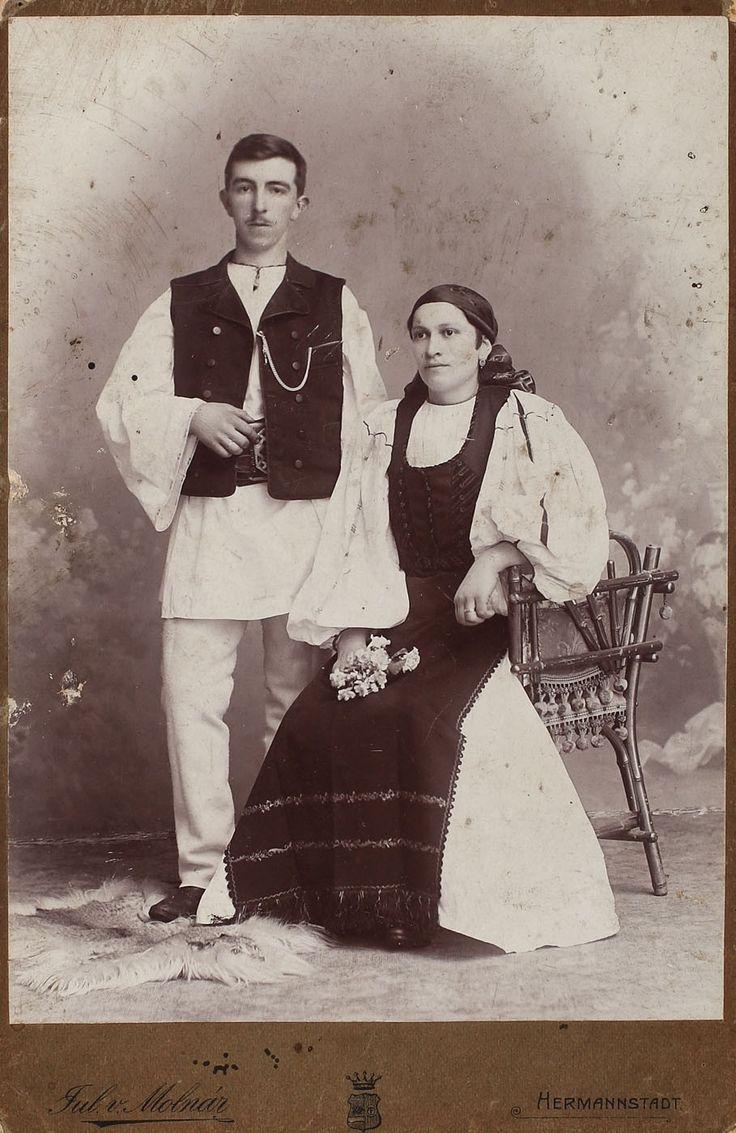 Fotografie de familie, reprezentându-i pe unchiul și pe mătușa lui Emil Cioran, modelele sale, în port tradițional