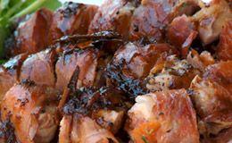 Receita de enroladinho de frango com presunto de Parma: veja como fazer o aperitivo de Olivier Anquier preparado na África do Sul com galinha selvagem.