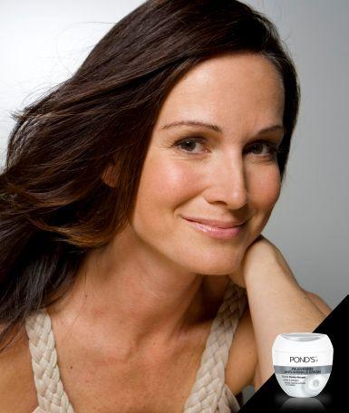 La filosofía de P POND'S® es ofrecerte productos para el cuidado de tu rostro, para que logres una piel hermosa y radiante todos los días. Cómo ganarle la batalla al tiempo y reducir la apariencia de arrugas, manchas en la piel y resequedad