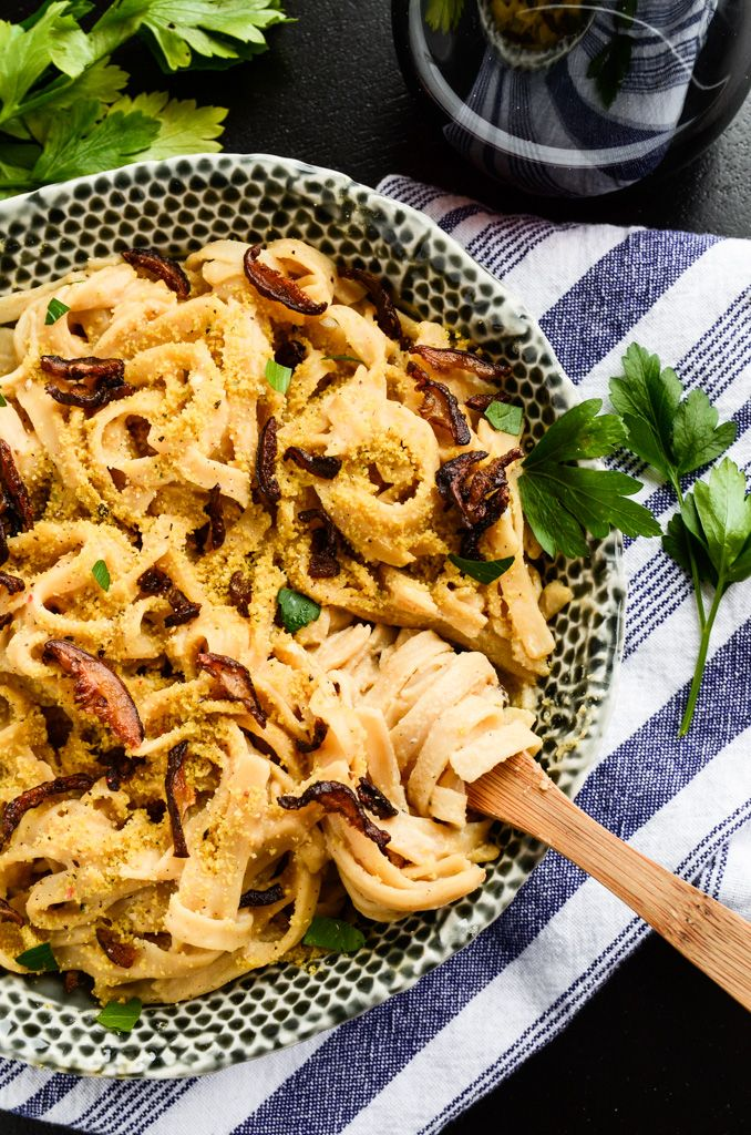 Creamy. Rich. Bacon-y. Salty. Comforting. Peppered. Noodly. CREAMY CARBONARA PASTA WITH SHIITAKE BACON | VEGAN, GF