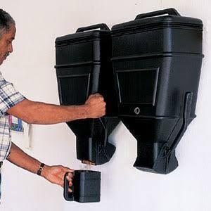 Kane 40lb Big Bin Dispenser (Dog food, kitty litter.. Keep in garage. so neat!)