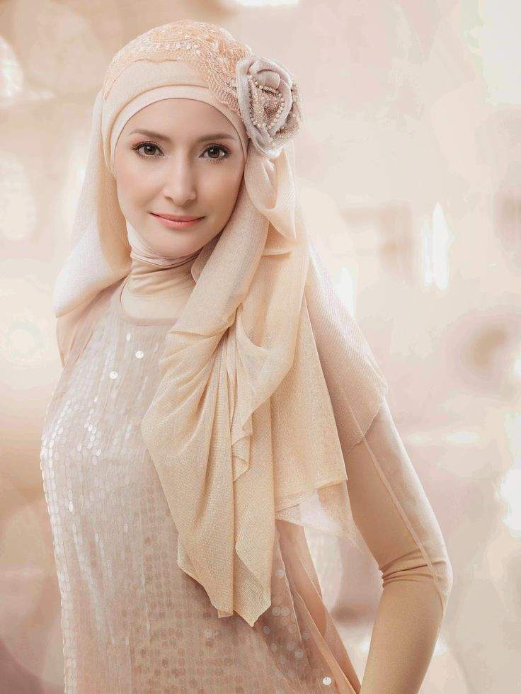 Make up & Hijab by @Carolinasepteritabeauty - Wardah Cosmetic. Wardah Brand Ambassador: Inneke K.