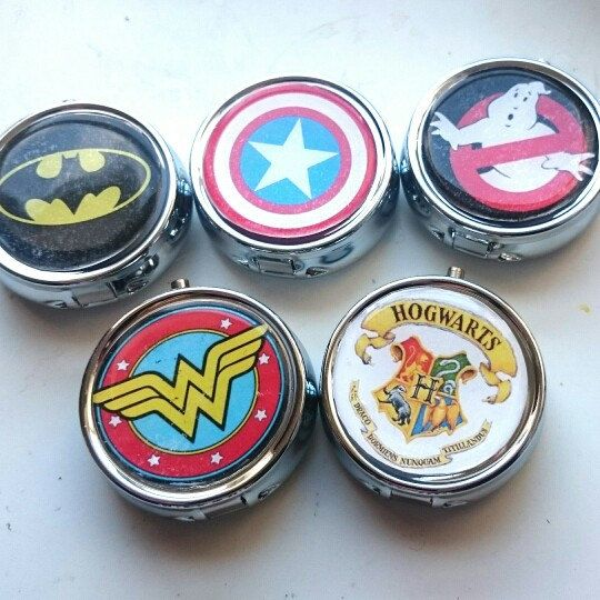 Brand new to my store today - Geek Inspired pill boxes - have your favorite theme or even your own photo popped on these...Makes a fab personalised gift 😍 #craftyjujudesigns #pillbox #Christmas #personalised #uniquegift #etsy #harrypotter #superheroes