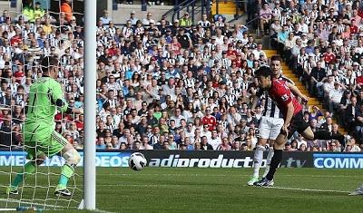 Hasil Pertandingan West Bromwich vs Manchester United 19 mei 2013 - Skor imbang 5-5 menjadi hasil akhir pertandingan antara West Bromwich Albion vs MU di Stadion The Hawthorns, Minggu (19/5/2013). Total sepuluh gol yang tercipta menjadi kado perpisahan yang meriah bagi Sir Alex Ferguson meski Manchester United gagal memenangi pertandingan.