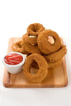 hungry girl's lord of the onion rings... only 155 calories for the whole recipe! BRILLIANT