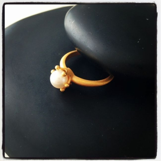 Ring from matte gold plated silver with white pearl 32€