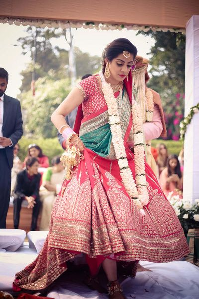 Day wedding Bridal Lehenga in Red and green , Red Sabyasachi bridal lehenga , pastel pink jaimala , long jaimala , jade green dupatta ,