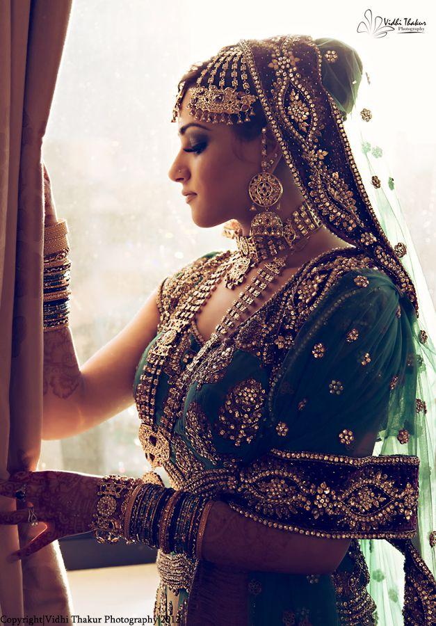 A beautiful bride in her bridal lehenga and enchanting royal jewellery, love it.
