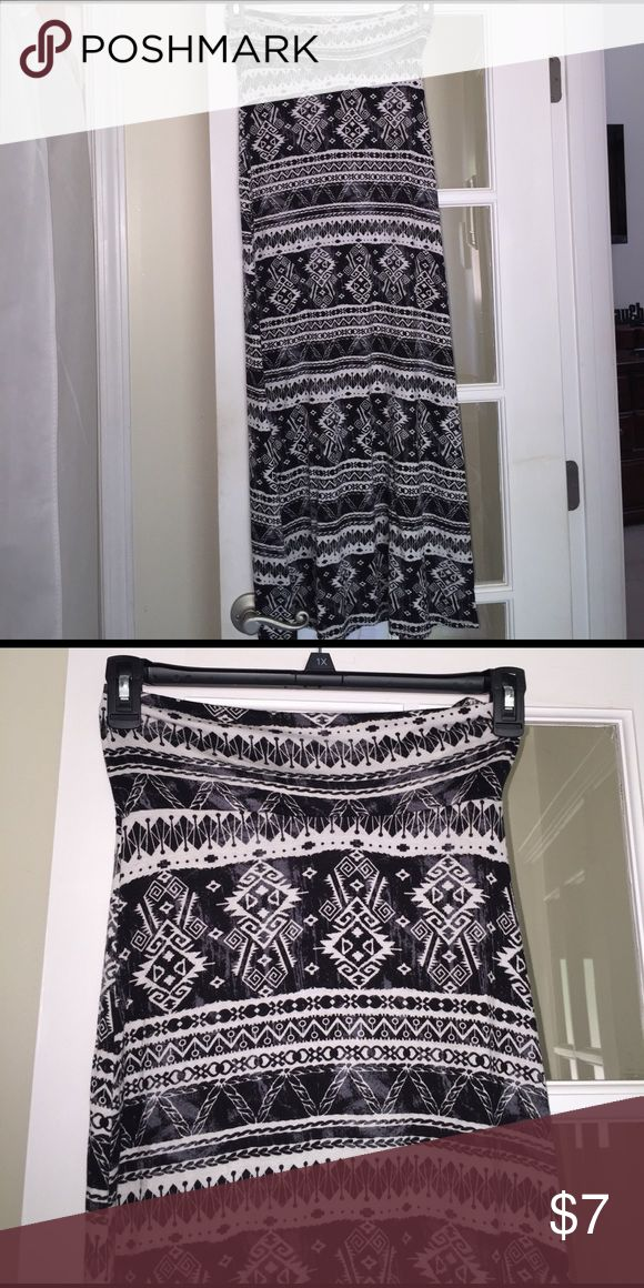 ✨NWT Aztec Maxi Skirt Super soft stretchy material! Black and white pattern. Floor length. No size on tag but can fit xs/s Skirts Maxi