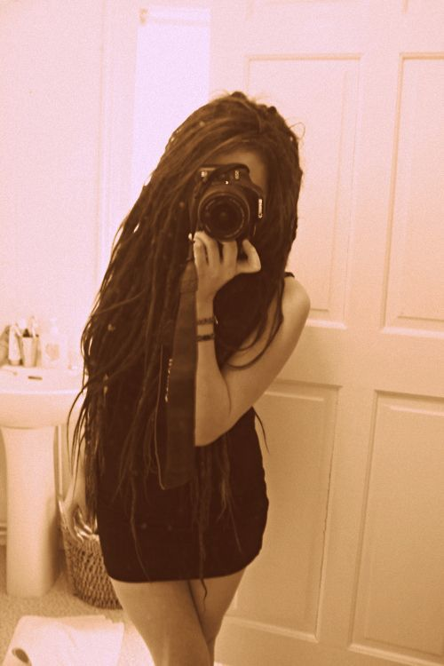 DREADS she can pull them off i dont even see her face and i know