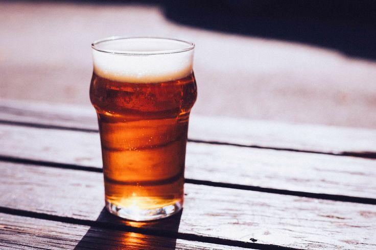 Je fais ma bière maison depuis quelques années déjà, et on m'a dit qu'elle était pas mal du tout. Même, humblement, vraiment très bonne. J'ai essayé plusieurs mélanges de céréales différents, celui que je vais présenter ici est pour une blonde de base, pour une quantité de 42L. La majorité des ingr