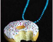 Collier donut croqué en pâte polymère fimo sur chaine micro bille x1 : Collier par lilycherry necklace donut polymer clay