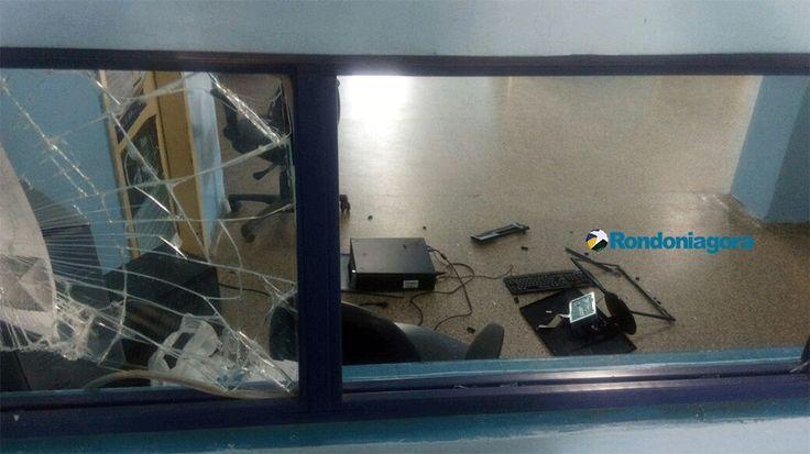 #Após demora em UPA, jovem perde controle e quebra vidraça e computador - Jornal Rondoniagora: Jornal Rondoniagora Após demora em UPA,…