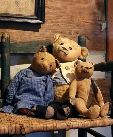 Love old teddy bears!!! <3