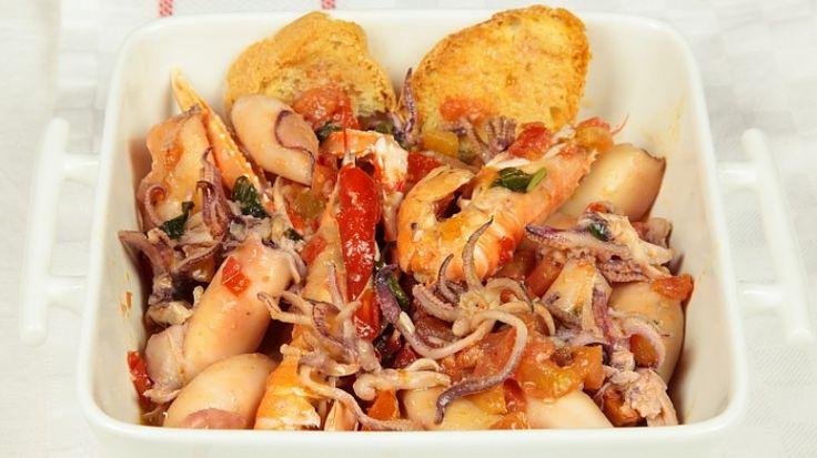 Ricetta Zuppa di calamaretti: Una zuppa molto particolare e saporita. I calamaretti restano molto teneri e si sposano bene col gusto del pomodoro.