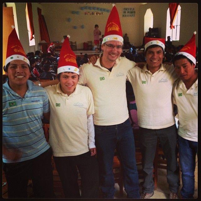 A #machupicchubrasil tem um trabalho voluntario com as crianças da Escola Publica do povoado de Coya