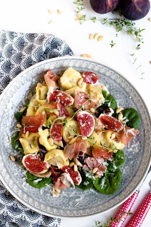 Tortellini in Feigensauce mit Prosciutto,Grana Padano und Pinienkernen