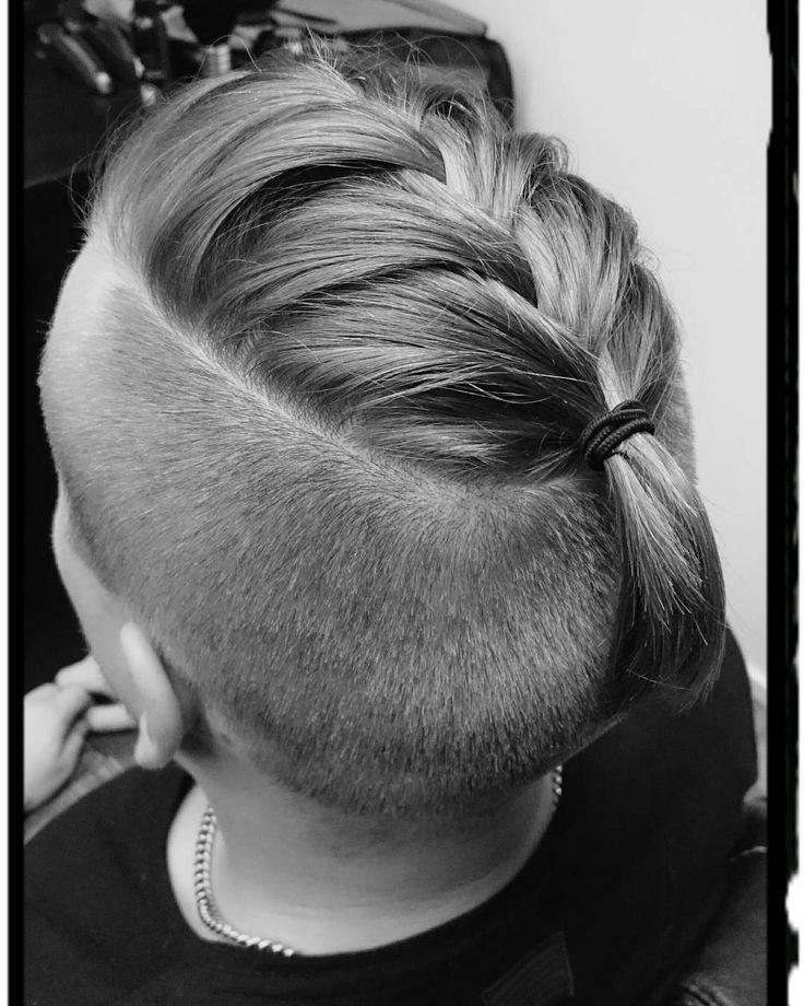 "Rento ""miesletti"" perjantai-iltaan #fridayhair #manhair #manbraid #manhairstyle #barberlife #barbershop #mroom #mroomriihimäki #wearehereforyou"