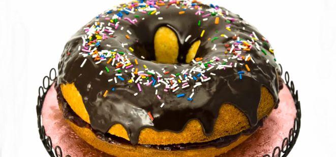 Bu tariften sonra pastanelerden pahalı Donut almayı kesinlikle bırakacaksınız.  Ev yapımı Donut Kek ;)  #leziz #donut #kek  http://www.yemekhaberleri.com/donut-kek/