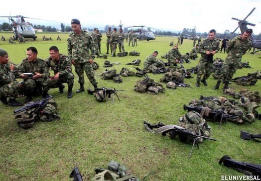 """Las Fuerzas Armadas Revolucionarias de Colombia (FARC) condicionó hoy la prometida liberación de los últimos diez rehenes en su poder a que se permitan visitas de activistas de Mujeres del Mundo por la Paz a rebeldes presos, al tiempo que se manifestó lista para """"iniciar el proceso"""" tras aceptar los protocolos de liberación. Ver más en: http://www.elpopular.com.ec/?p=47200&preview=true"""