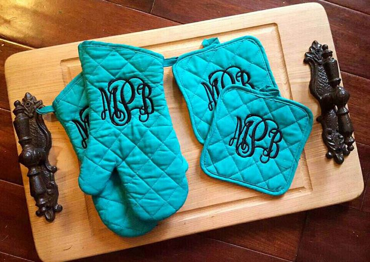 Personalized potholder and oven mit set. Monogrammed kitchen decor. Monogram Oven Mitt. House warming gifts. Bridal showers. Glove. by SouthernMadeCustoms on Etsy https://www.etsy.com/listing/276944620/personalized-potholder-and-oven-mit-set