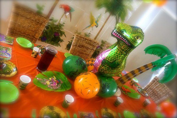 Dino Blast complete party kit for 10 guests