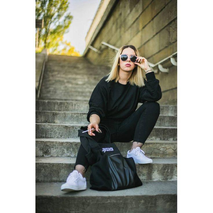 """Polubienia: 132, komentarze: 2 – Maciej Grzegory (@maciej.grzegory) na Instagramie: """"Obróbka zdjęć z zeszłego tygodnia, czas start  #streetwearnomads #jkdn #cmdnn #sneakerhead…"""""""