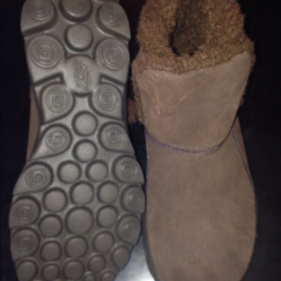 Sketchers slippers size 6 Brown cozy sketcher slipper boots size 6 Skechers Shoes Slippers