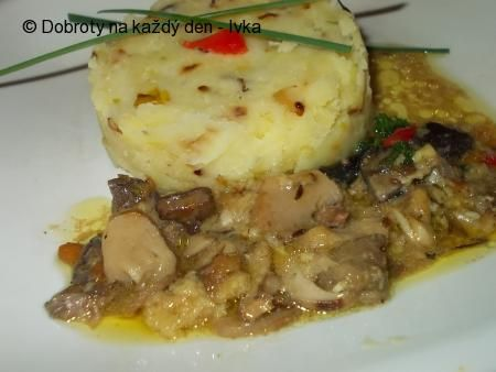 Naše Dobroty na každý den - Šťouchané brambory s houbovým sosíkem.