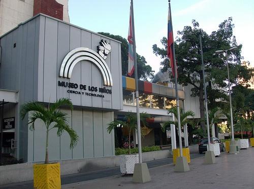 """""""Museo de los Niños"""". Hace tres décadas el Museo de los Niños de Caracas abrió sus puertas con la misión de ayudar a los niños a """"aprender jugando"""" los principios de la ciencia, la tecnología, el arte y los valores fundamentales de la sociedad.    Sitio turístico altamente recomendado para los más pequeños de la casa, donde podrán interactuar con TODO lo que se encuentra en el Museo, ya que su lema es """"Prohibido No Tocar"""""""