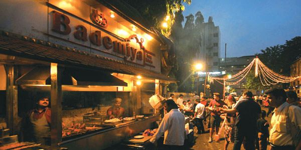 Going to Sobo? Got time? Order at Bademiyan and sit by Marine Lines to eat. This experience is much better than sitting in an AC restaurant and staring at other's table. Bademiyan is extremely famous for it's chicken dishes and it's variety of kebabs.