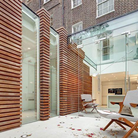 Designed by local studio DOSarchitects, the extension provides a new bedroom, kitchen and living room at the rear of the listed terrace in Islington.