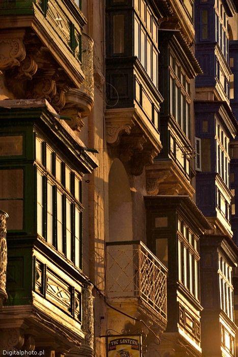 Images Malta, balconies in Malta: https://digitalphoto.pl/en/travel-photos/malta-gozo/