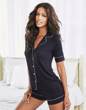 Find a great selection of women's sleepwear, with all the right sizes, styles, colors and cuts to make you feel sexier tonight!