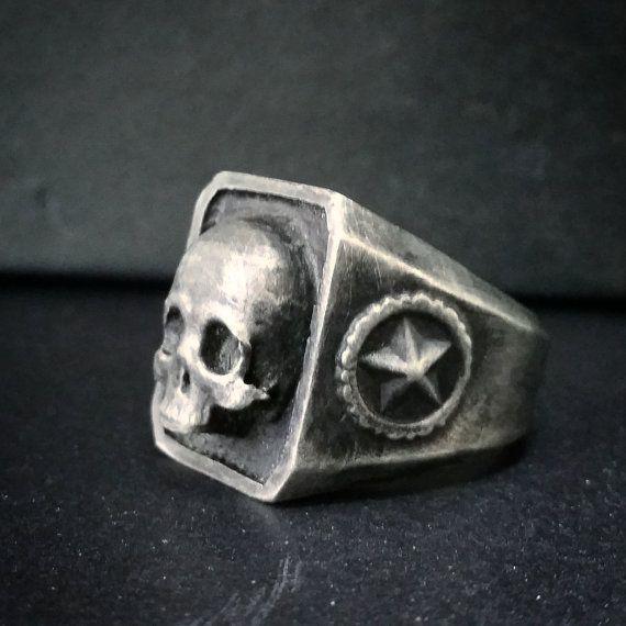 Oxidado anillo de calavera de catacumbas de plata de ley hecho
