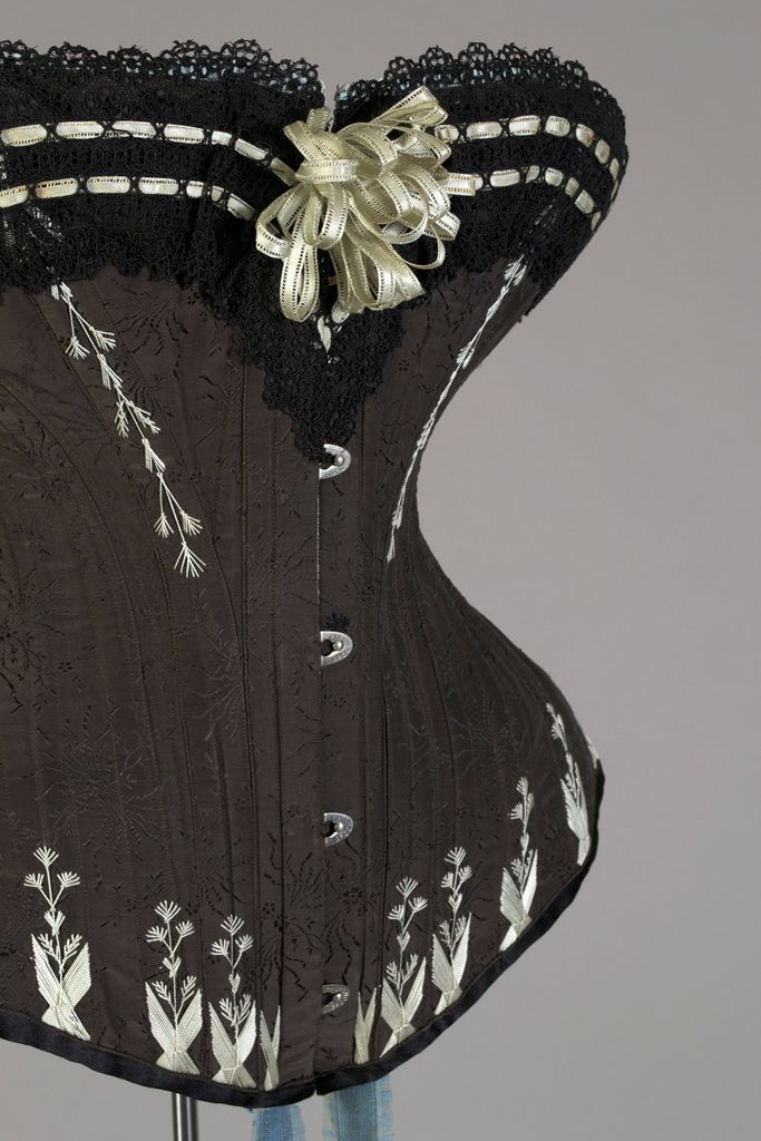 1880s corset from Warsaw, Poland, by M Grochovska. Photographed by Jo (Bridges on the Body).