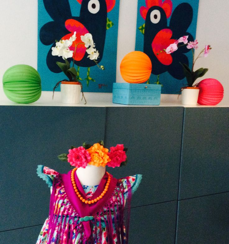 Modelo Pepa Flores Vestido, mantón y flor 50 € Por encargo al 686.416402