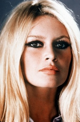 Big amount of eyeliner like Brigitte Bardot