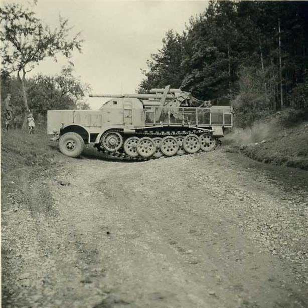 8,8 cm FlaK 37 (Sf) auf Fgst. s.Zugkraftwagen 18t (Sd.Kfz. 9):
